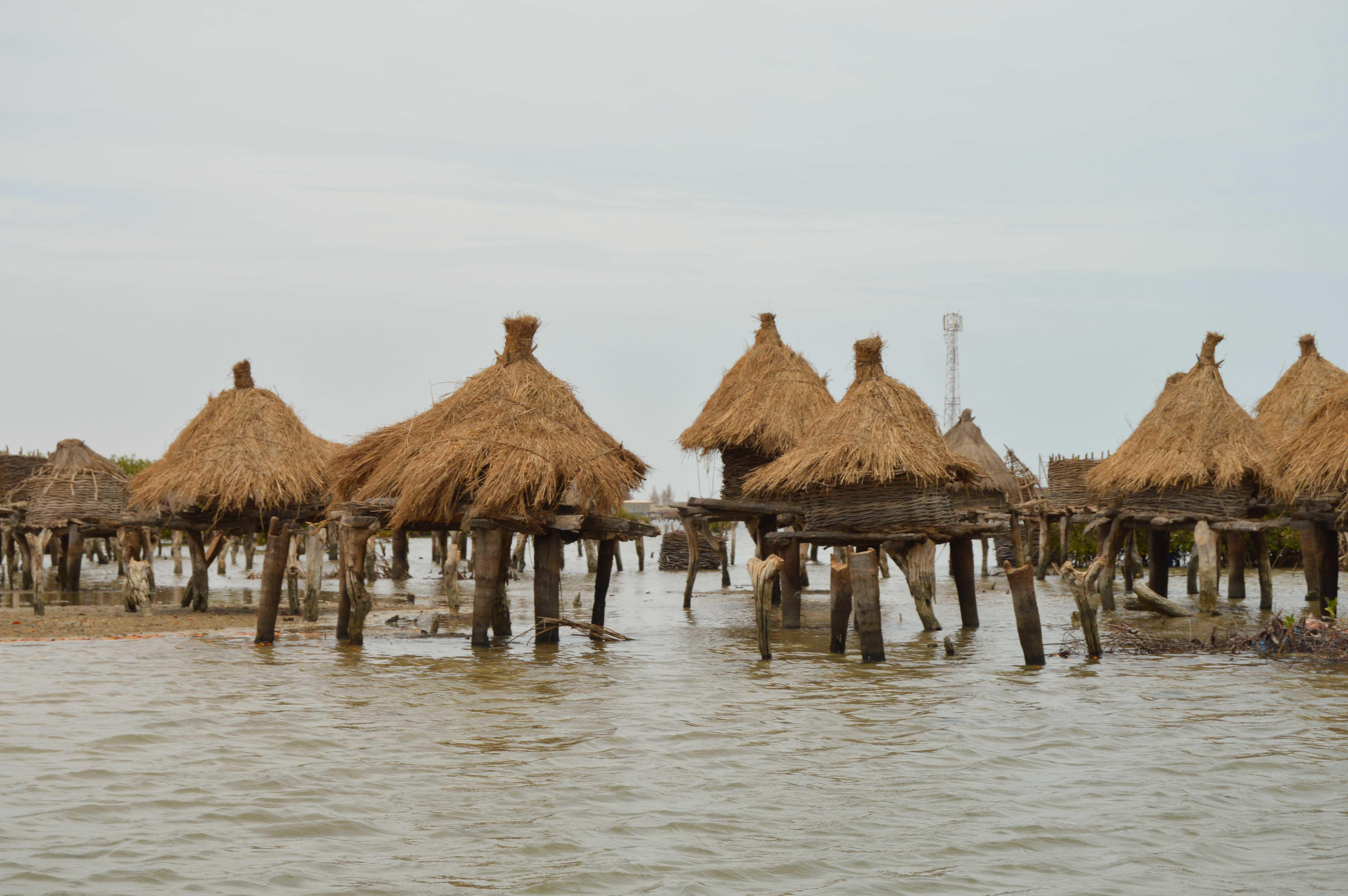 On weekends and in free time, you can see sights such as traditional granaries in Senegal.